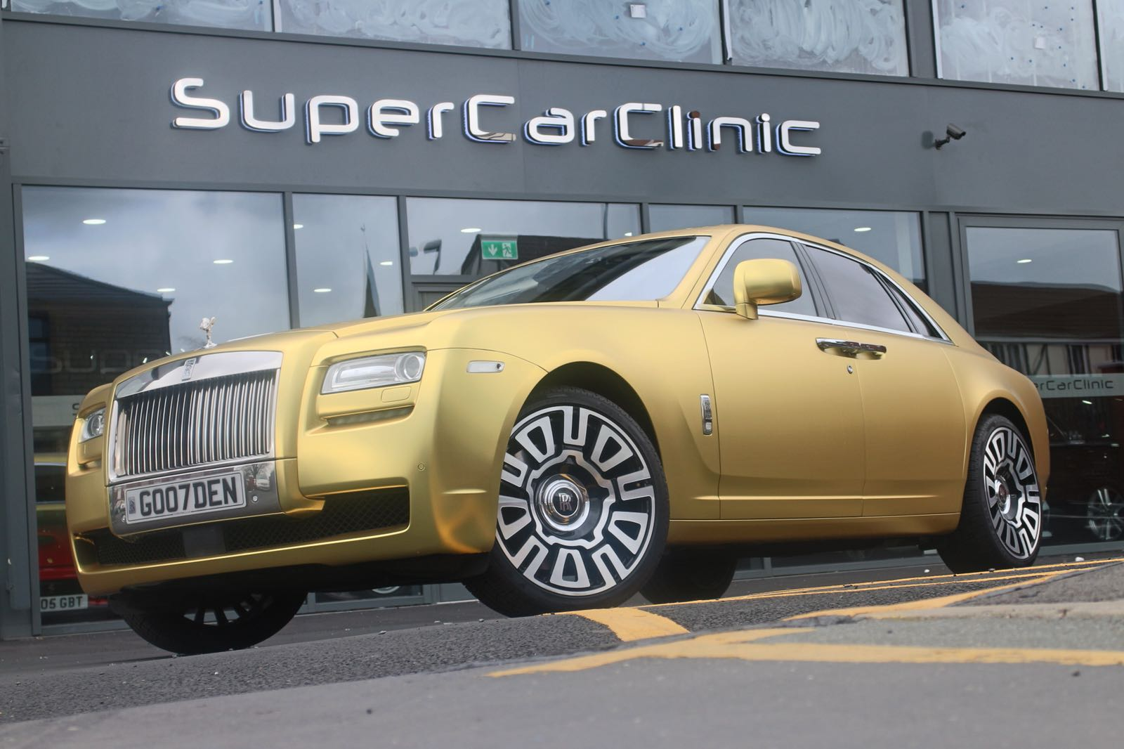 Rolls Royce Ghost wrapped in Satin Chrome Gold