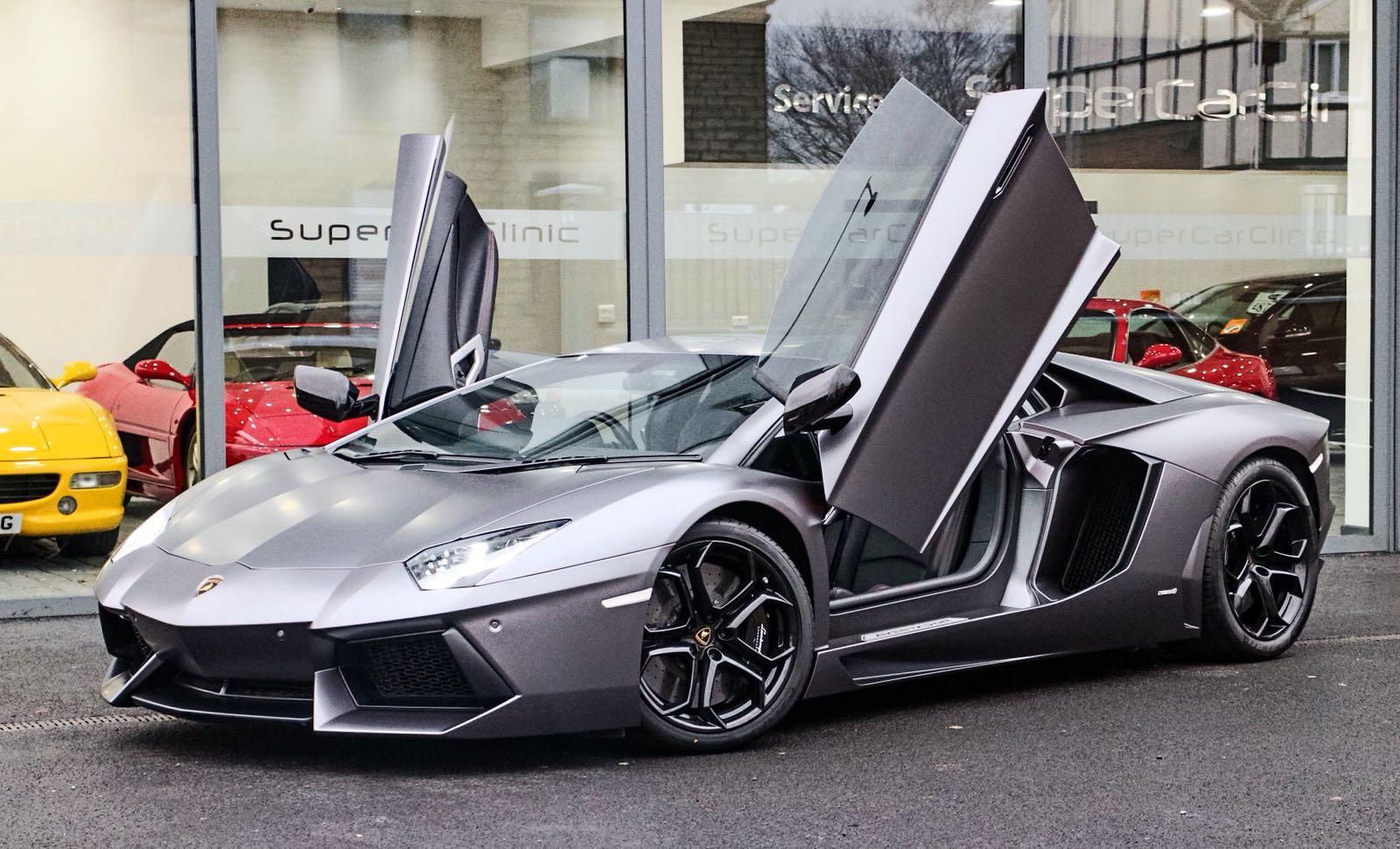 Lamborghini Aventador wrapped in Matte Satin grey